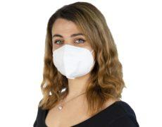 mascherina protettiva ffp2 indossata da donna
