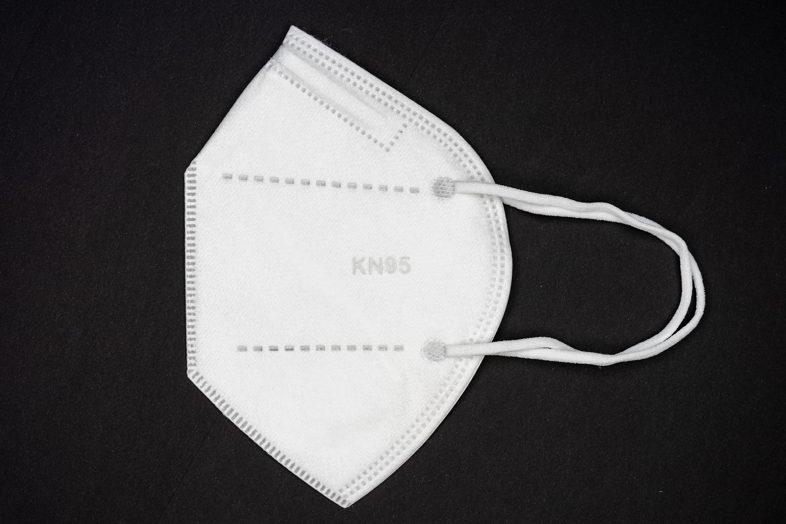 Mascherine chirurgiche con filtro o mascherine KN95