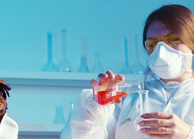 Mascherina da laboratorio per la sicurezza degli operatori.