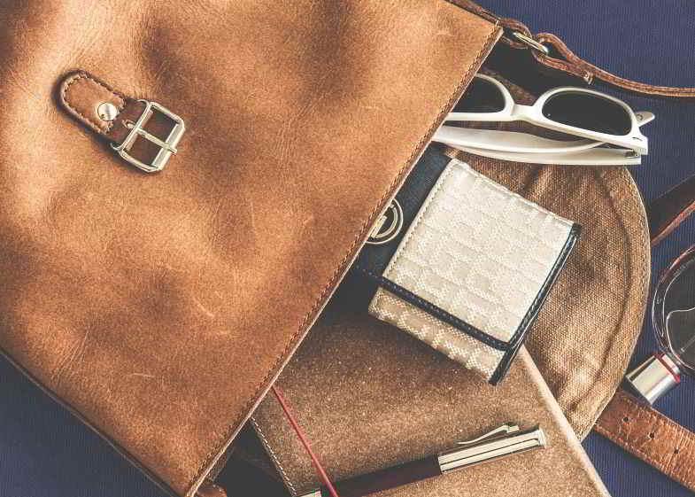 caos di una borsa senza custodia porta mascherina