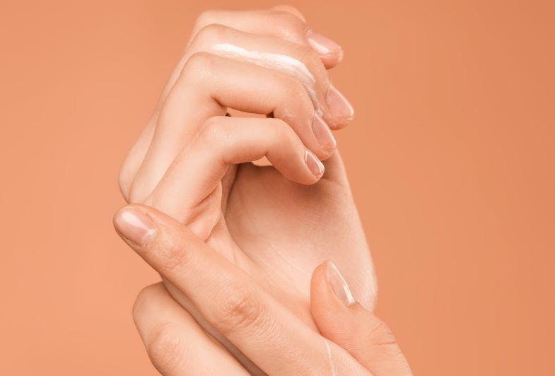 idratazione con la crema se l'igienizzante mani secca le mani